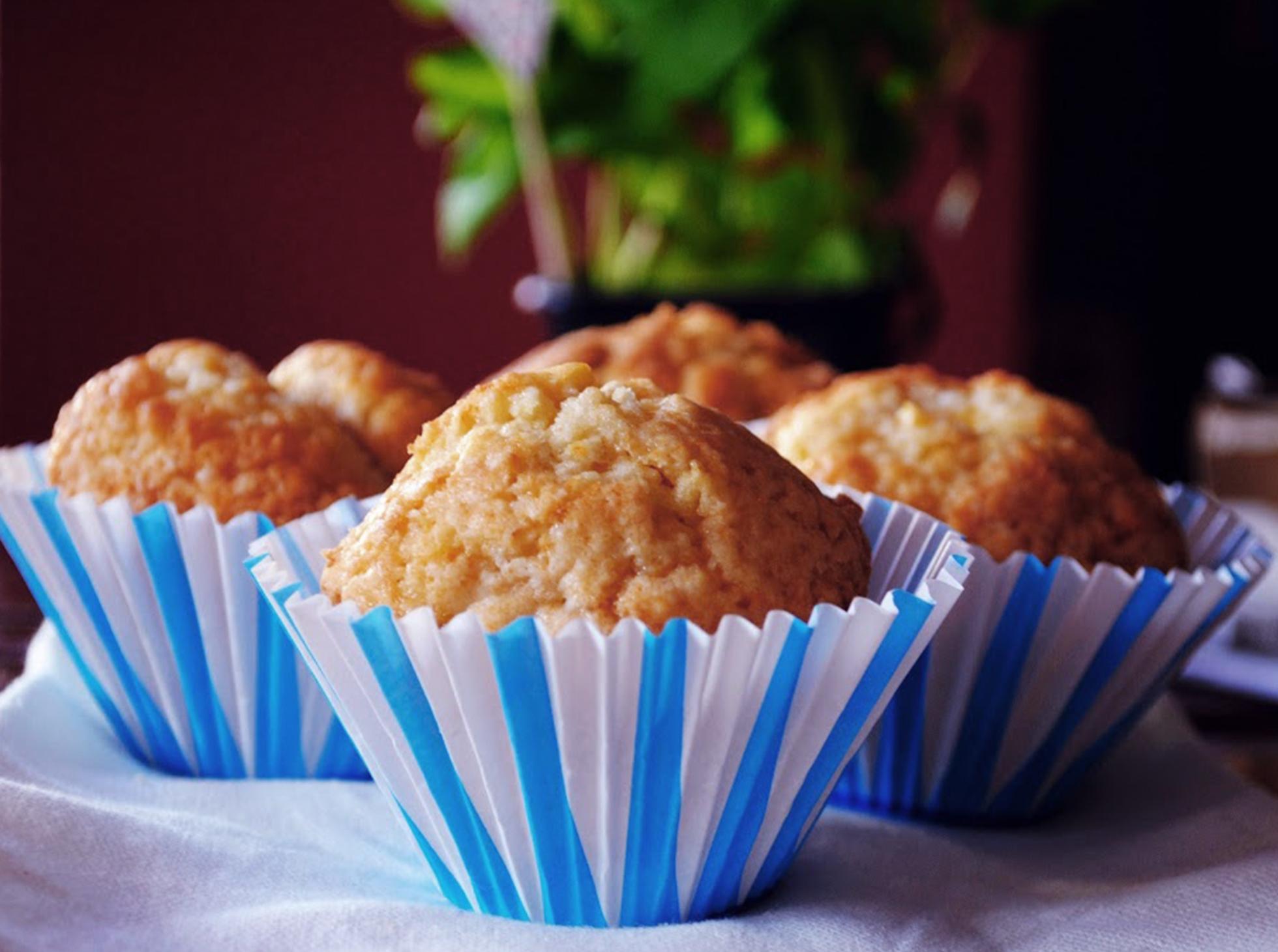 Muffinki brzoskwiniowe z miętą