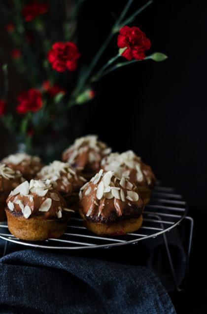 muffinki z truskawkami i kremem czekoladowym